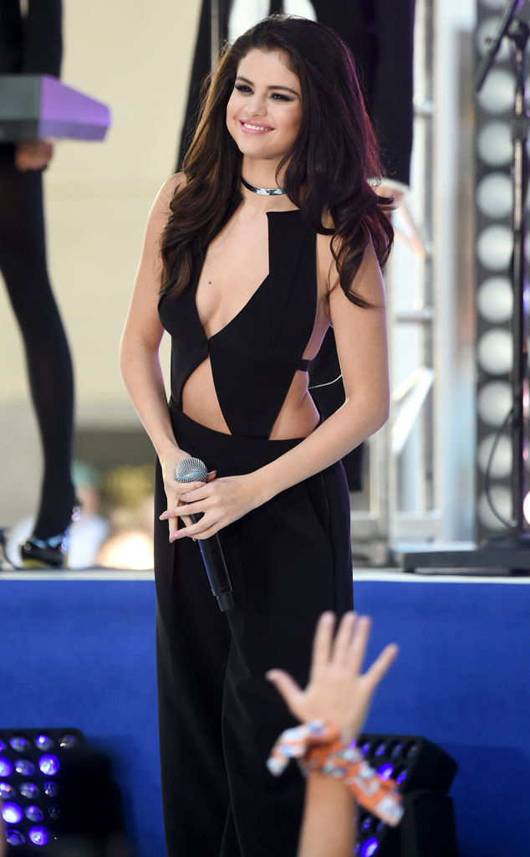Đây là hình ảnh Selena Gomez xuất hiện trên sân khấu: tràn đầy năng lượng, luôn nở nụ cười trên môi. Thế nhưng, sự thật là sâu thẳm bên trong của cô…