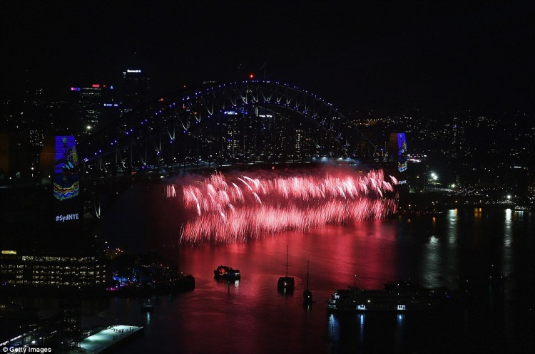 Ngay từ 9h tối giờ nước Úc, pháo hoa đầu tiên đã xuất hiện.