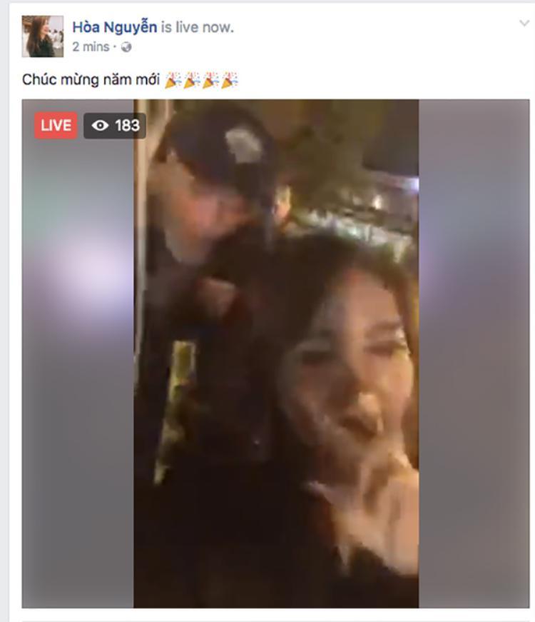 Kết thúc show diễn tại Hà Nội, Hòa Minzy tranh thủ đón Giao thừa với các fan.