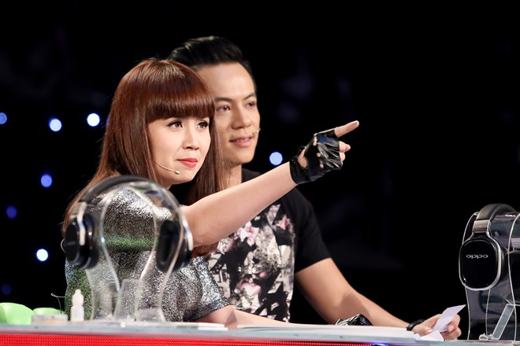 Trên ghế nóng The Remix, nhạc sĩ Lưu Thiên Hương luôn đưa ra những nhận xét chuyên môn dành cho thí sinh. Vừa nghiêm khắc vừa nhẹ nhàng, chị khiến thí sinh và khán giả nể phục về những kiến thức âm nhạc của mình.