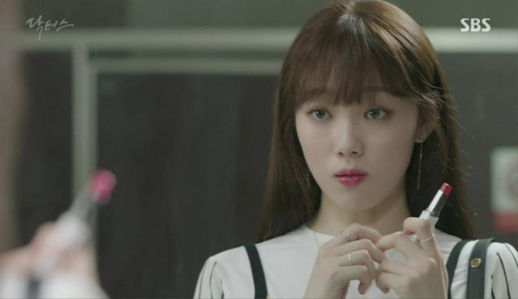 Trước đó, Lee Sung Kyung cũng từng sử dụng thỏi son này khi đảm nhiệm 1 vai trong bộ phim nổi tiếng Doctors.
