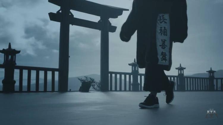 """Sơn Tùng trong cảnh quay quần """"lạc trôi"""" giày."""