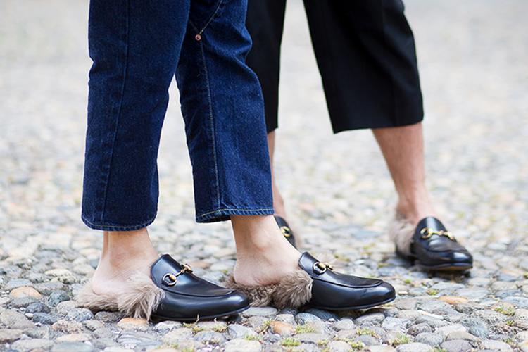 Đôi giày có giá khoảng 25 triệu và là item được rất nhiều các tín đồ thời trang yêu thích.