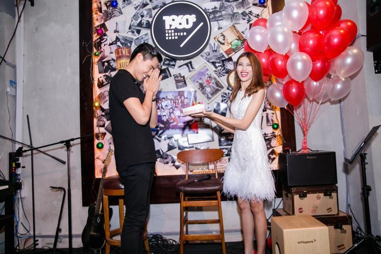 Quang Hùng đốn tim fan với cử chỉ lãng mạn dành cho Quỳnh Châu