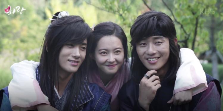 Chuyện tình gây nên mâu thuẫn giữa Sam Meak Jong và Moo Myung.