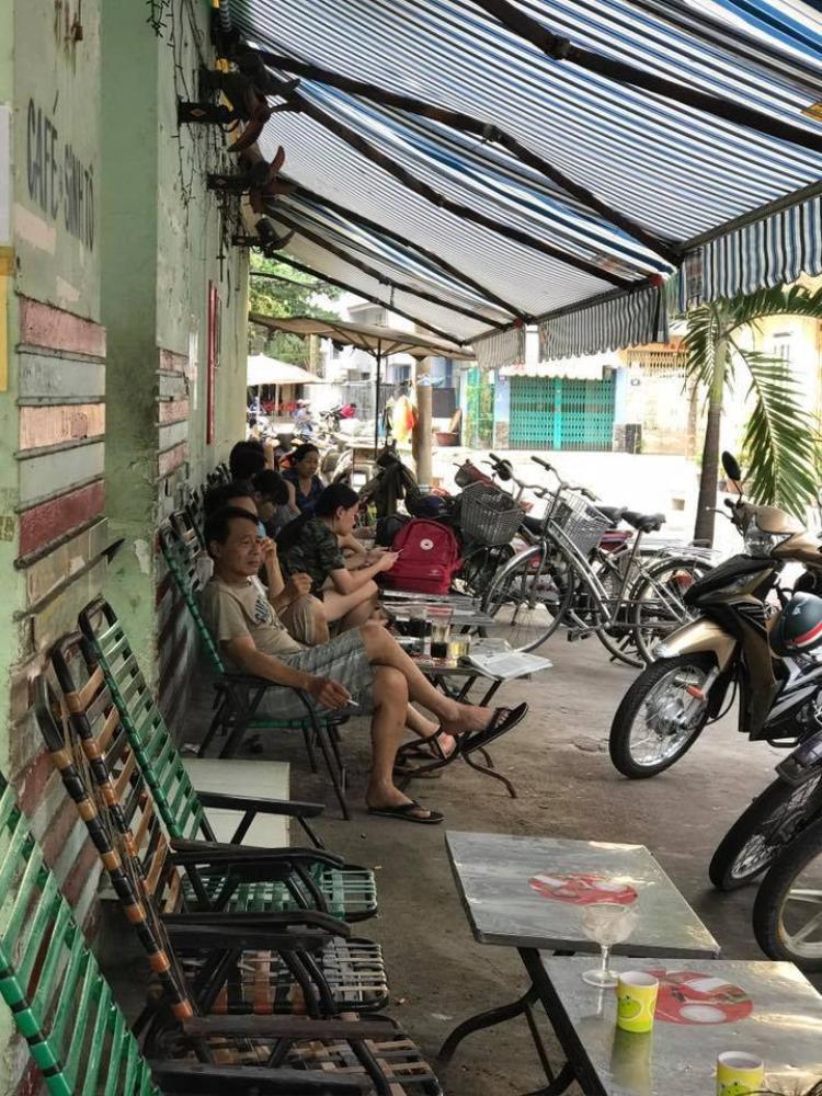 Dân mạng rủ nhau đi ăn kem cuộn Thái Lan của cụ bà 70 tuổi một mình nuôi chồng bệnh tật