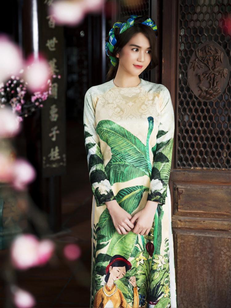 Ngọc Trinh đẹp mê dại với trang phục áo dài của NTK Thủy Nguyễn.