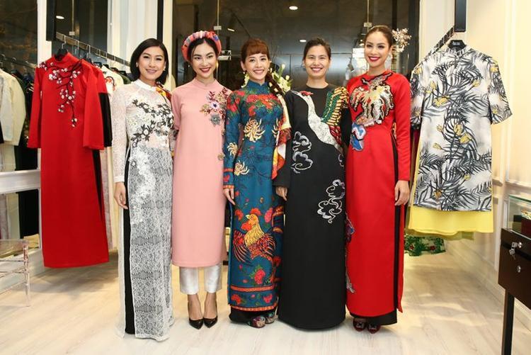 Dàn mỹ nhân Việt trong trang phục áo dài của những NTK nổi tiếng.