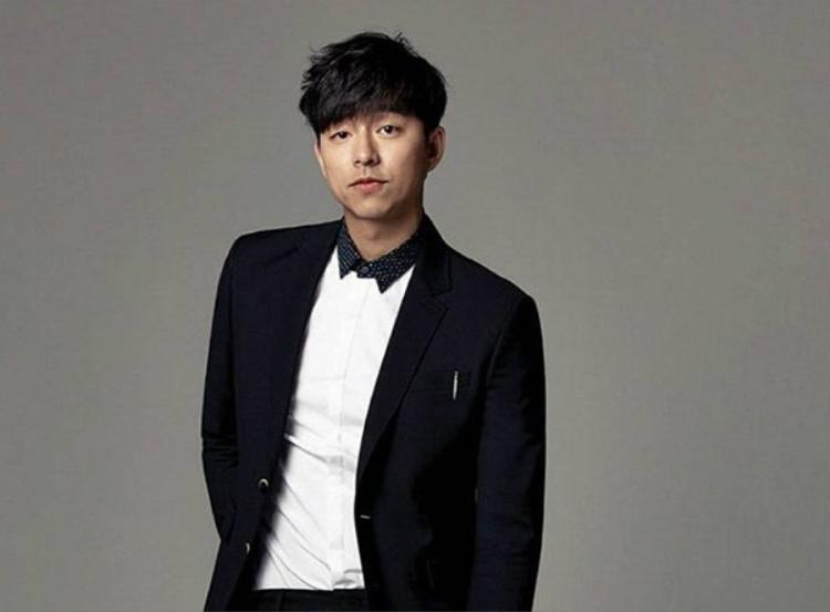 Có được thân hình vạm vỡ là bí quyết giúp Gong Yoo mặc vest đẹp hơn.