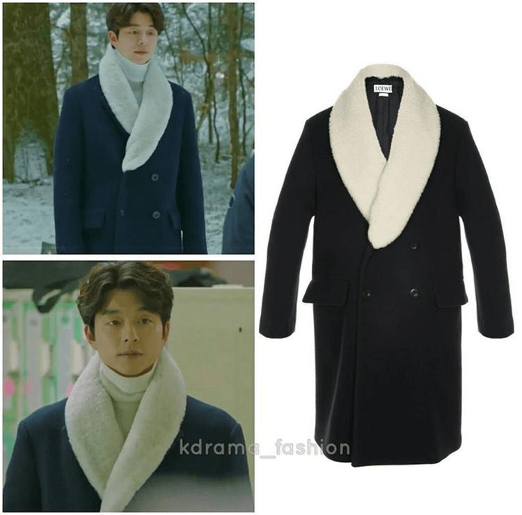Chiếc áo khoác màu navy với cổ lông ấm áp của Loewe DB cũng nằm ngay ngắn trong tủ đồ của yêu tinh Kim Shin. Nó có giá gần 30 triệu VNĐ.