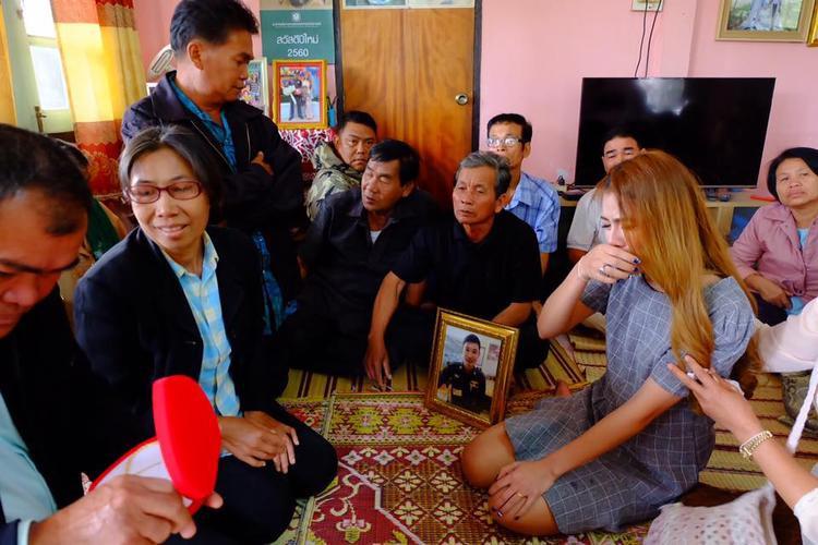 Cô gái Thái xinh đẹp tổ chức lễ đính hôn với người yêu đã mất khiến cộng đồng mạng xót xa
