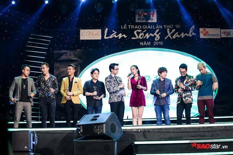 Giải Top 10 nhạc sĩ được yêu thích nhấtnăm nay có 2 cái tên mới hoàn toàn: Vương Anh Tú với Anh cứ đi đi (Hari Won) và Đông Âu với Em đã biết (Suni Hạ Linh).