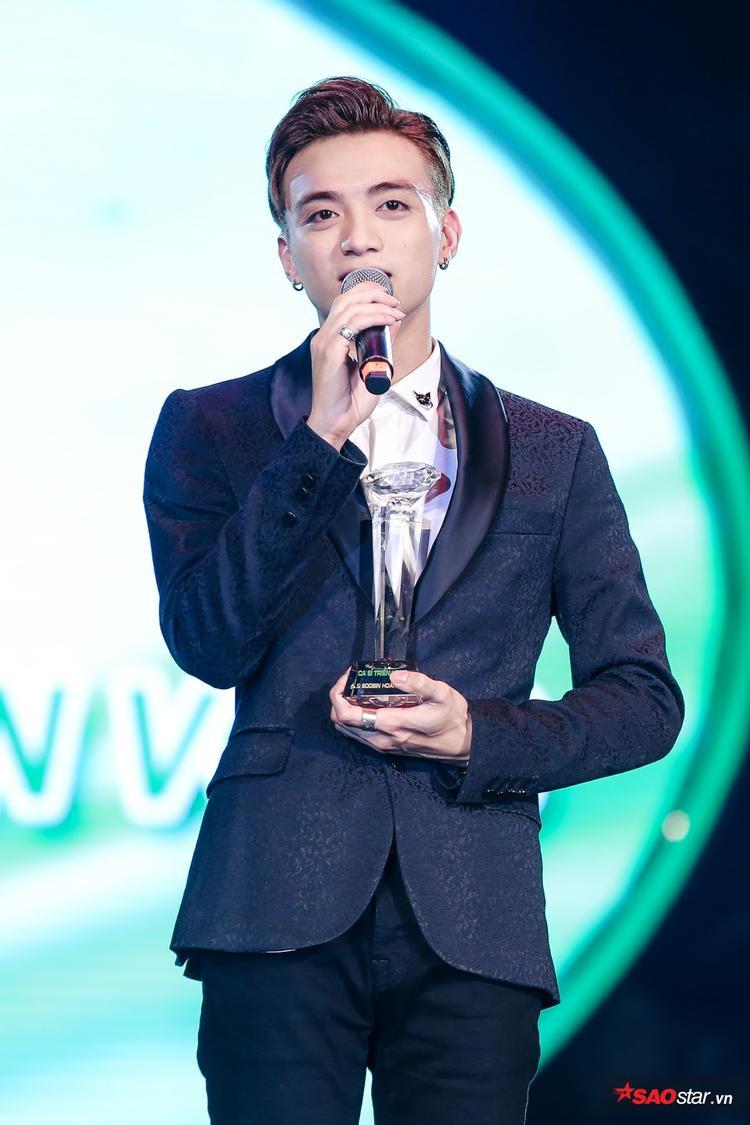 Mặc dù chỉ có duy nhất 1 bài hit là Phía sau một cô gái nhưng Soobin Hoàng Sơn đã thắng áp đảo các gương mặt còn lại (Trọng Hiếu và ERIK) ở hạng mục Gương mặt triển vọng thông qua phần bình chọn của báo chí.