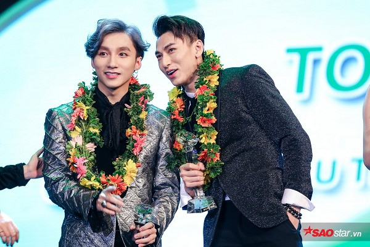 Sơn Tùng giành giải thưởng lớn tại Làn sóng xanh tối qua (3/1).