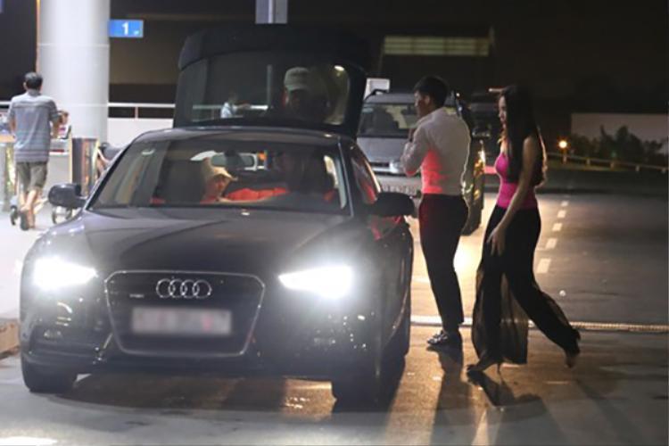 Năm 2013, Công Vinh - Thủy Tiên mua một ô tô có giá bán khởi điểm 2,3 tỷ đồng.