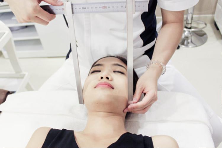Từ chia sẻ của người mẫu Cao Thiên Trang, có hay không chuyện làm nhỏ mặt với chưa đầy 2 tiếng nắn bóp?