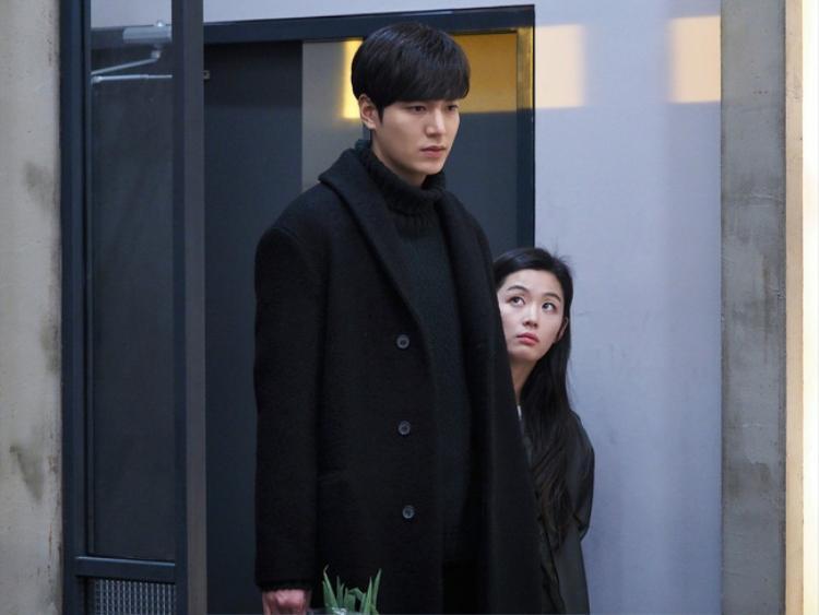 Shim Chung và Yoon Jae cãi nhau.