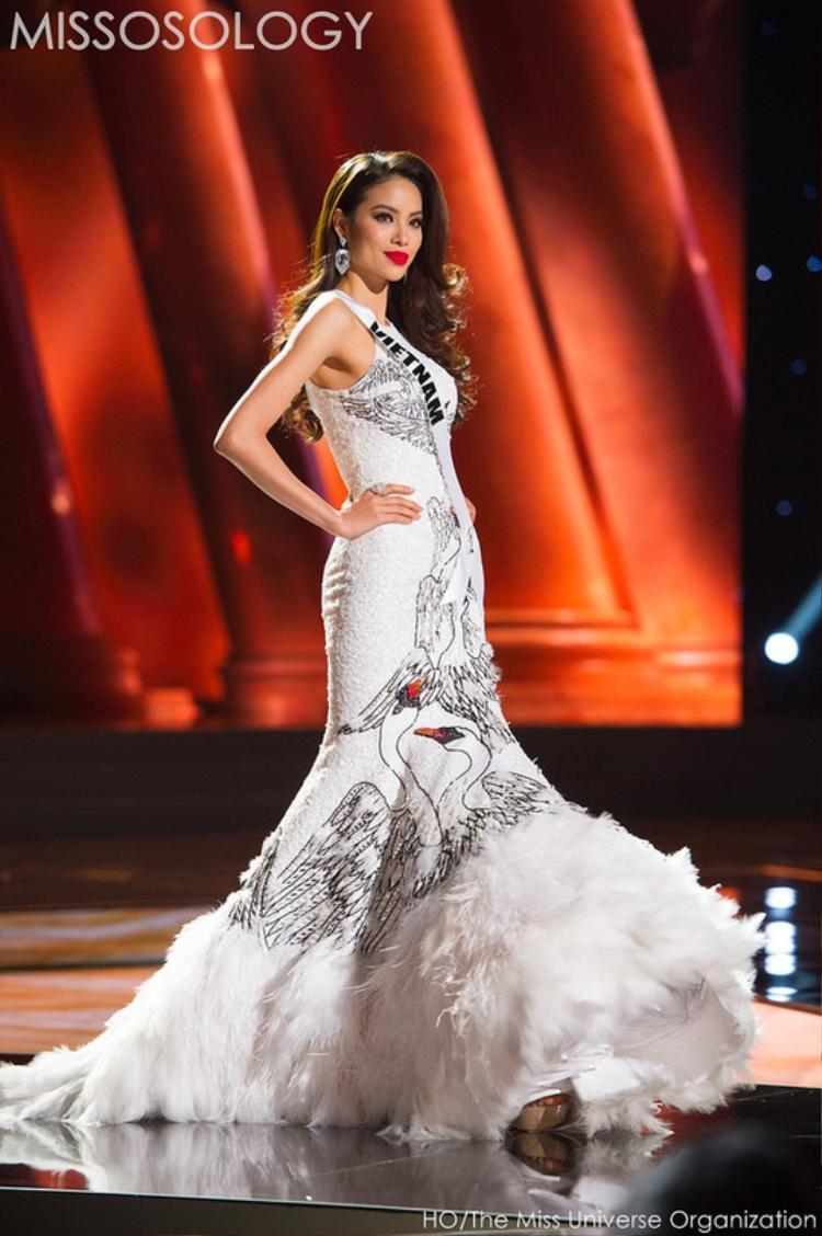 Với nhan sắc xinh đẹp và bản lĩnh của mình, Phạm Hương đã để lại dấu ấn mạnh mẽ khi tham gia Hoa hậu Hoàn vũ thế giới 2015.
