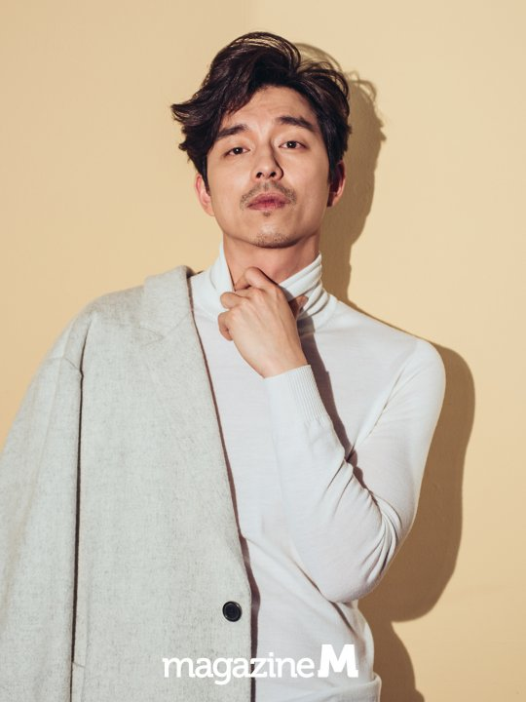 """""""Soái ca"""" Gong Yoo sở hữu khuôn mặt vô cùng nam tính cùng phong cách thời trang lịch lãm."""