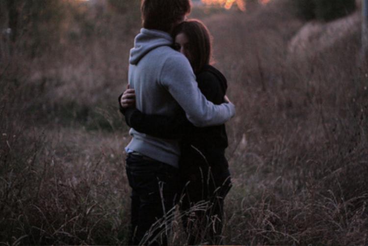 Hãy ở cạnh một người vì bạn yêu người ấy, chứ không phải vì lý do gì khác!