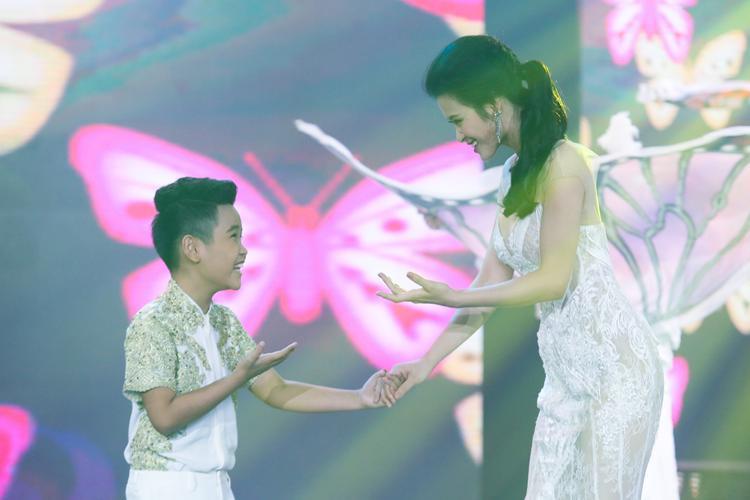 Cô trò Đông Nhi - Nhật Minh lần đầu tiên kết hợp sau chiến thắng của cuộc thi Giọng hát Việt nhí.