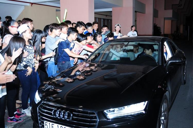 Trước đó, vào đầu năm 2015, Đông Nhi cũng tự thưởng cho mình một xe hơi cùng hãng có giá trị khoảng 3 tỷ đồng.
