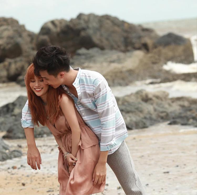 Những khoảnh khắc lãng mạn, ngọt ngào của Sĩ Thanh và Hạo Đông khiến các fan bấn loạn.