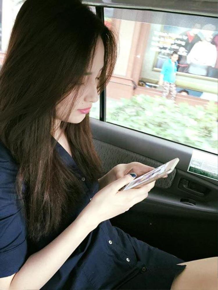 Hoa hậu Việt Nam 2006 gây ấn tượng với chiếc mũi cao thẳng và làn da trắng sáng.
