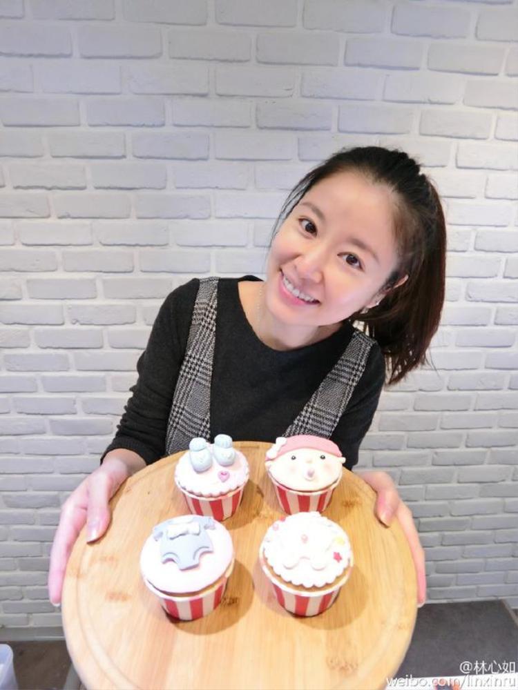 Dù công việc bận rộn và gặp nhiều scandal không đáng có nhưng bà bầu Lâm Tâm Như vẫn luôn xinh đẹp, vui vẻ trong suốt thai kì.