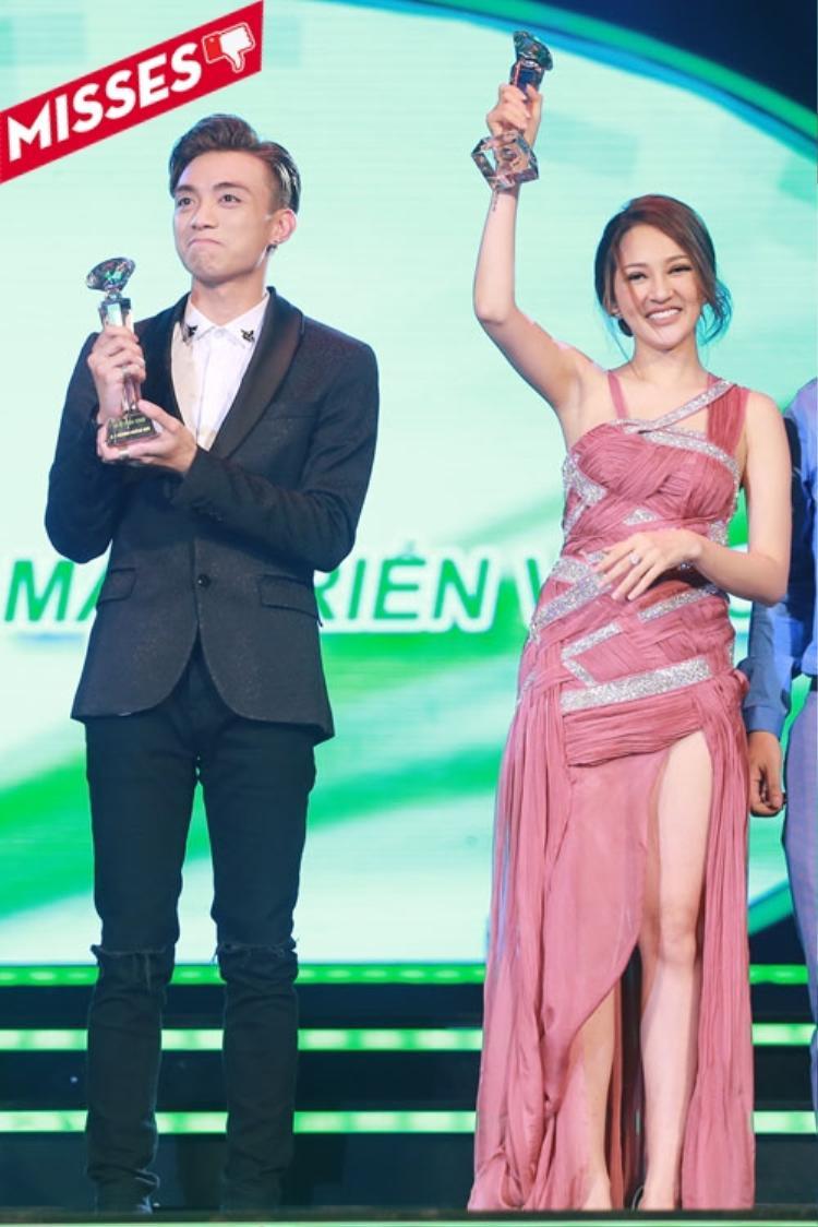 Bảo Anh mặc trang phục của Kim Khanh cho một sự kiện giải thưởng của năm. Thế nhưng phần thân chiếc váy với cách đan chéo khiến tổng thể trang phục kém sang và rối mắt.
