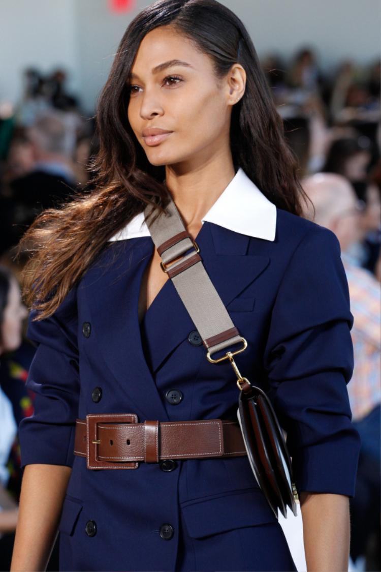 Kiểu tóc rẽ ngôi 7/3 sẽ mang đến cho các nàng vẻ đẹp trẻ trung và nhẹ nhàng mỗi khi xuất hiện.