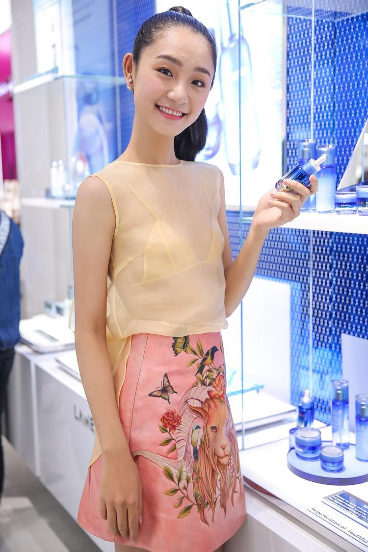 Người mẫu Nguyễn Trà My trong thiết kế của Trần Hùng.