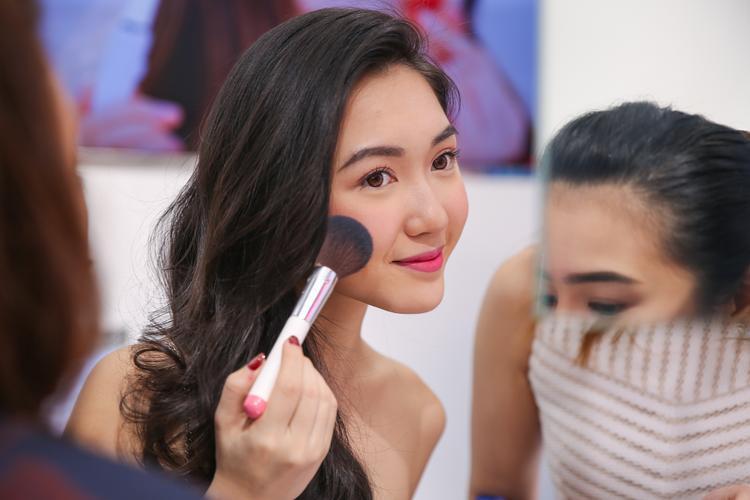 Từ nay các tín đồ làm đẹp Việt có thể xinh như Tiên nữ cử tạ rồi