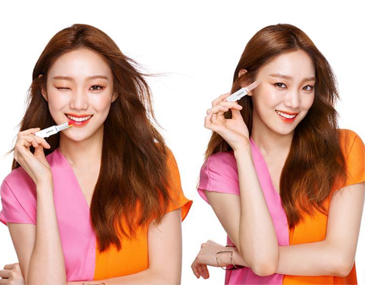 Thỏi son 2 màu thuộc thương hiệu Laneige hay có tên gọi khác Laneige two tone lip bar được nàng Kim Bok Joo làm gương mặt đại diện gây sốt trong bộ phim Tiên nữ cử tạ.