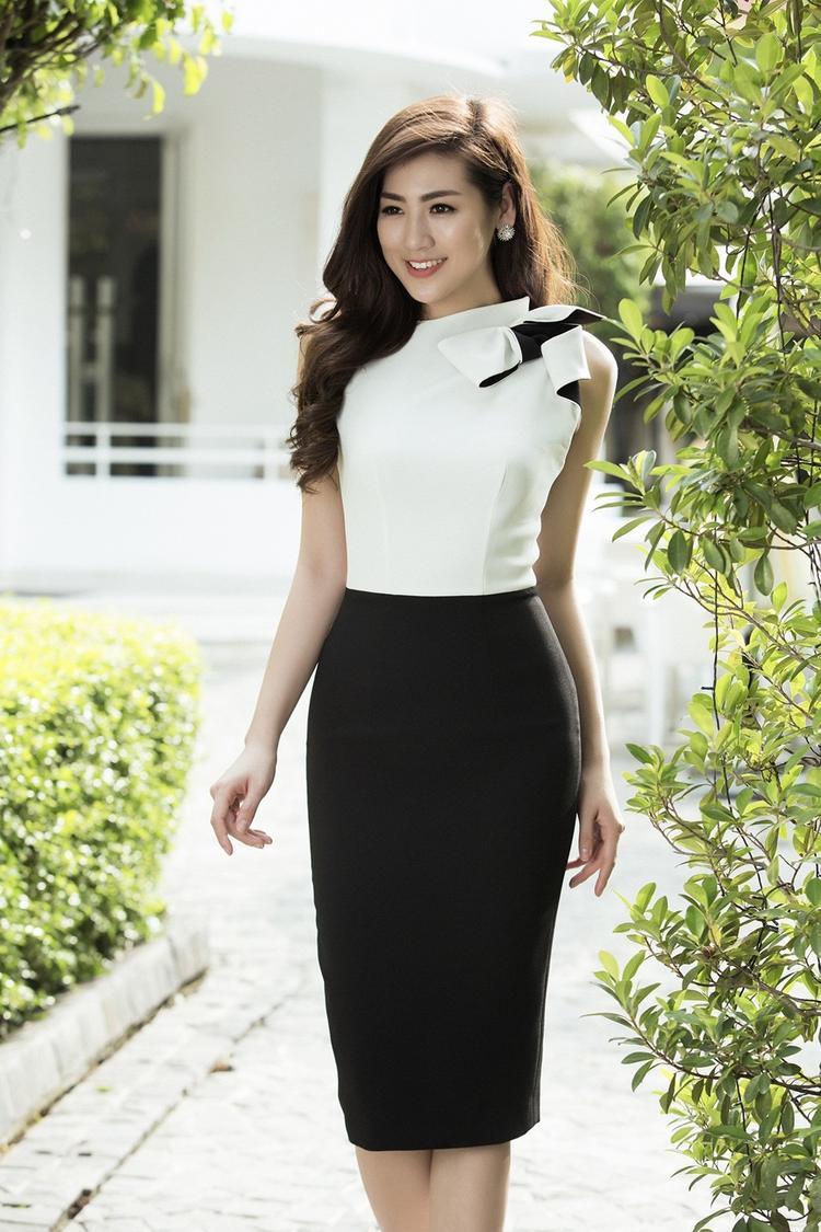 Với lựa chọn này, Tú Anh có được diện mạo của quý cô hiện đại và thành đạt.