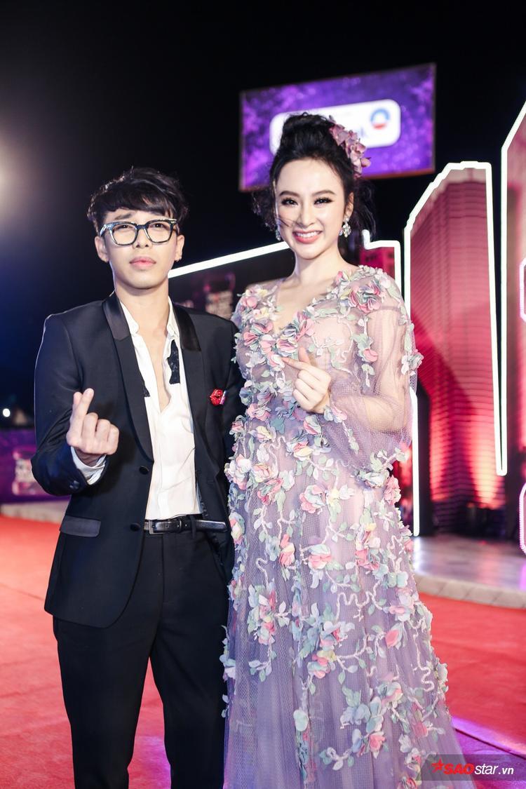 Người bạn đồng hành tạo nên cặp bài trùng trong giới thời trang không ai hết chính là stylist Hoàng Ku. Anh mặc vest bảnh bao hóa quý ông lịch lãm bên nàng công chúa Angela.