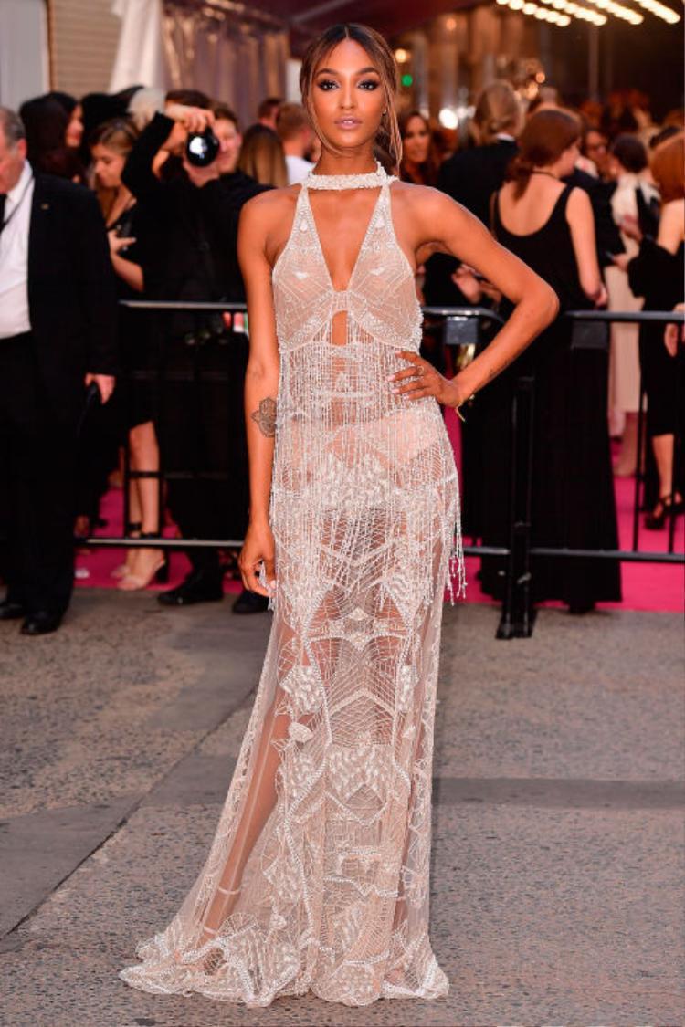 Trang phục từng được thiên thần Victoria's Secret Jourdan Dunn mặc tại lê trao giải CFDA Awards 2016.