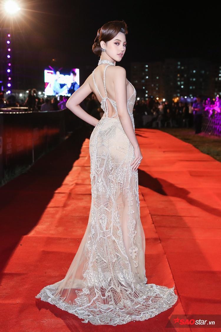 Jolie Nguyễn đụng hàng thiên thần Victorias Secret Jourdan Dunn với váy gần 300 triệu