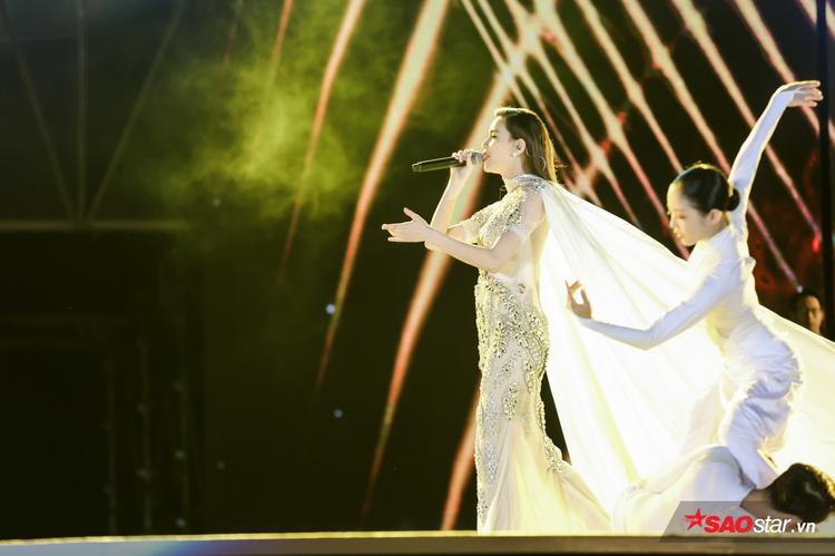Hồ Ngọc Hà đem đến bản hit lớn trong năm: Gửi người yêu cũ.