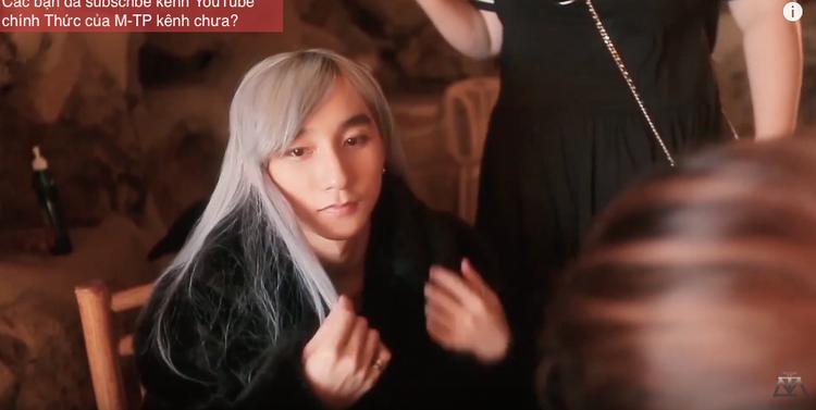 """Mái tóc ấn tượng của """"ông vua"""" Sơn Tùng M-TP."""