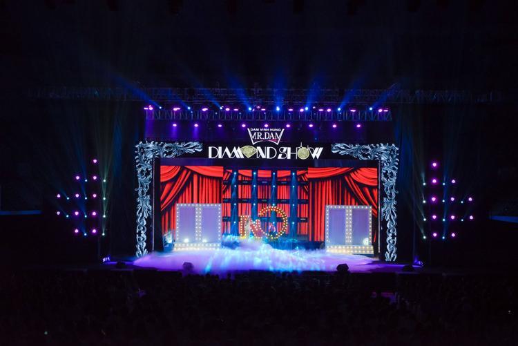 Toàn cảnh sân khấu Diamond Show.