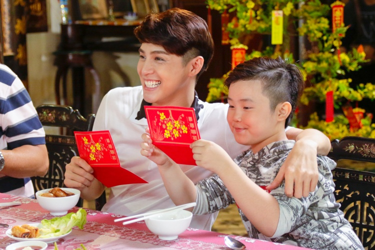 Phí Phương Anh cực đáng yêu sánh vai cùng anh trai Noo Phước Thịnh trong MV Tết