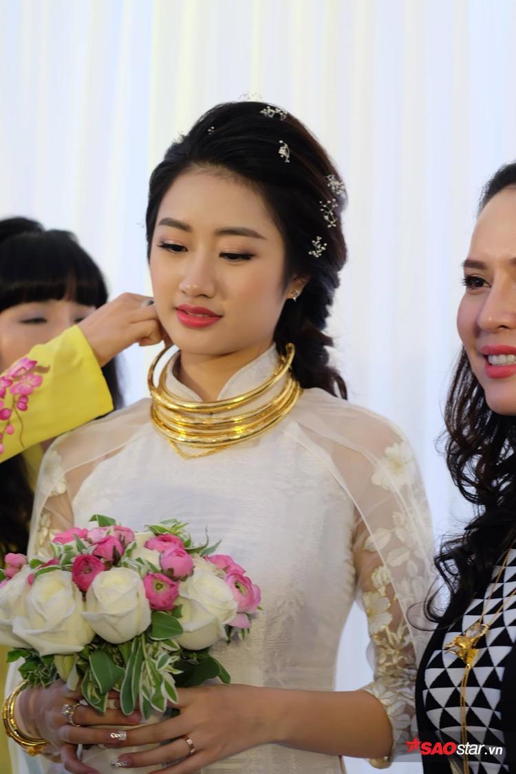 Thu Ngân đội nón lá, được chồng đại gia tặng siêu xe chục tỷ trong ngày cưới