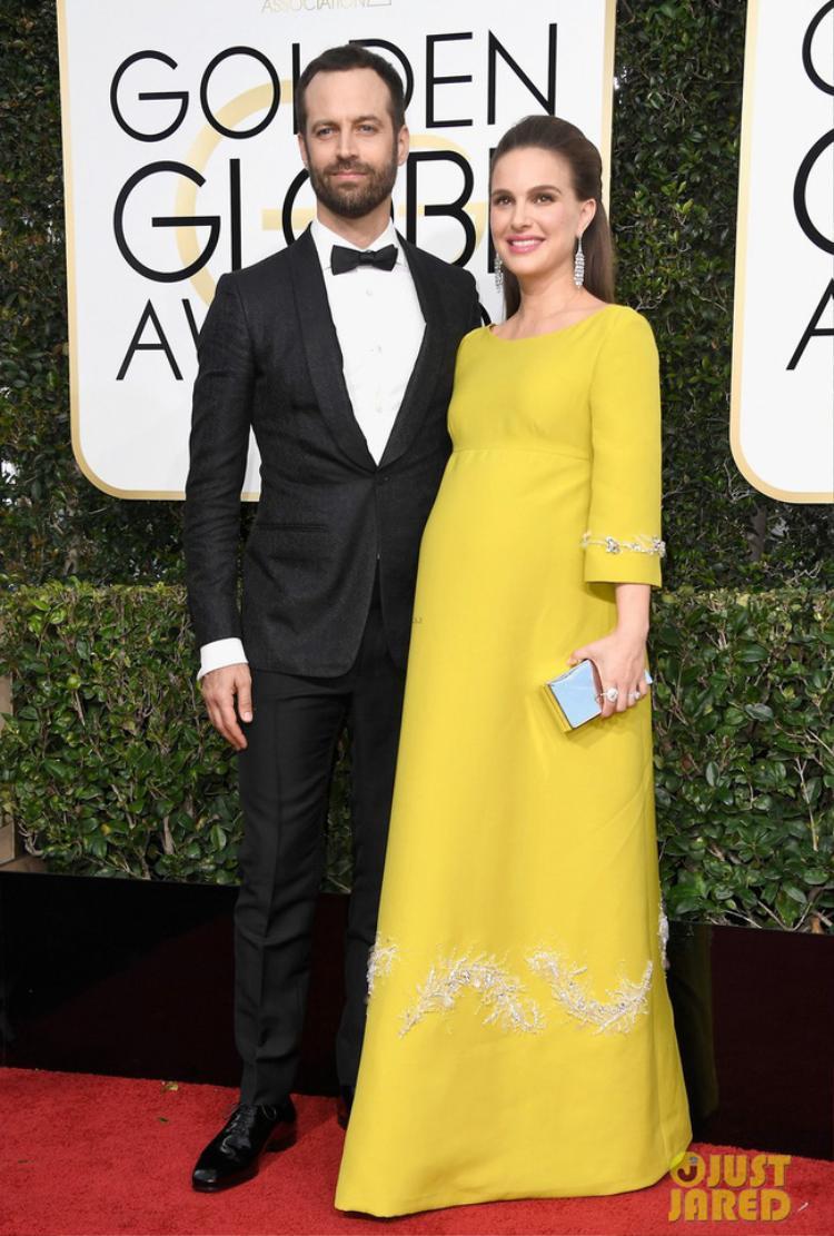 Natalie Portman mang bụng bầu xuất hiện tại thảm đỏ cùng ông xã Benjamin Millepied.