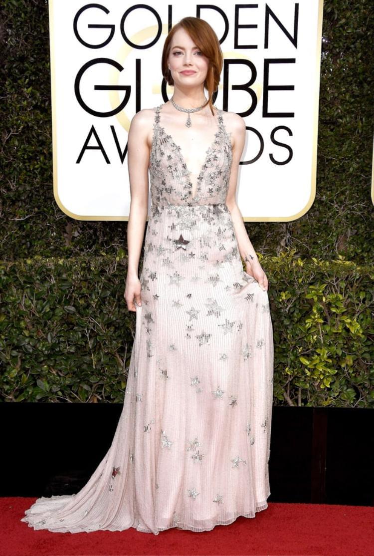 Emma Stone thu hút ánh nhìn bởi trang phục lấp lánh.