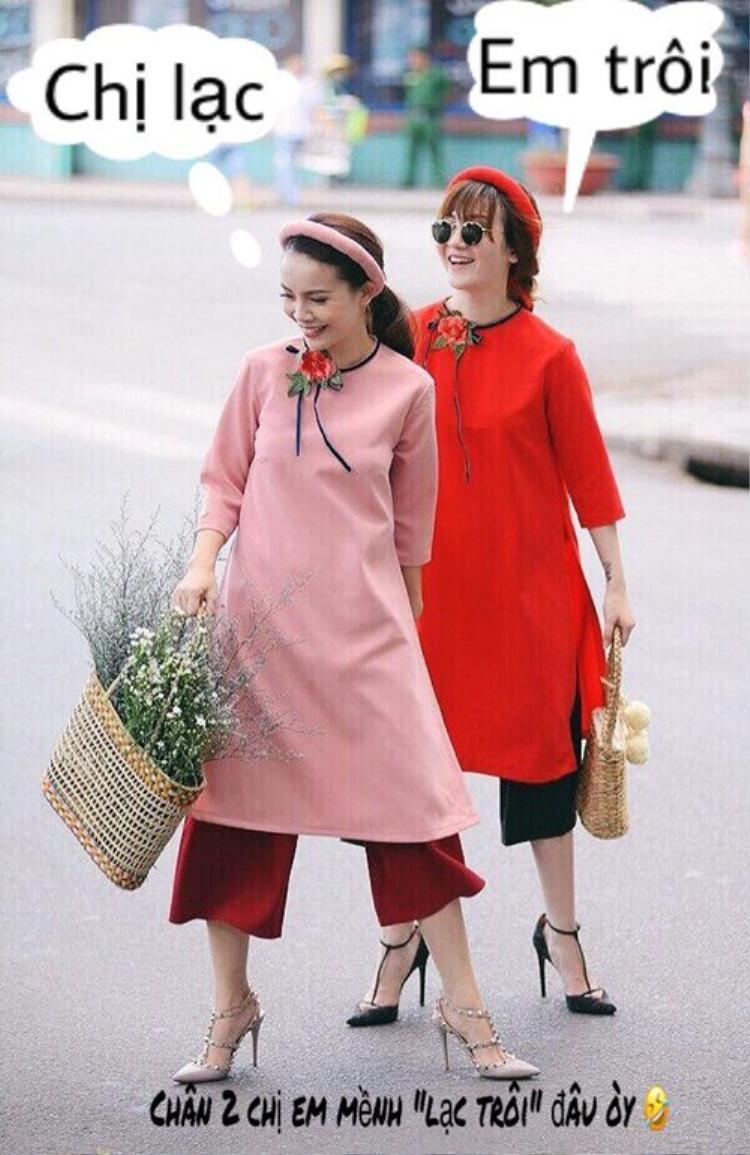 Mỗi người chọn một tông màu trong thiết kế áo dài điệu đà được đính hoa trước cổ vô cùng đẹp mắt. Cách pose dáng chân… 2 hàng và thần thái vui cười tự nhiên nhất có thể chính là bí quyết giúp Yến Trang - Yến Nhi chiếm trọn tình yêu của người hâm mộ.