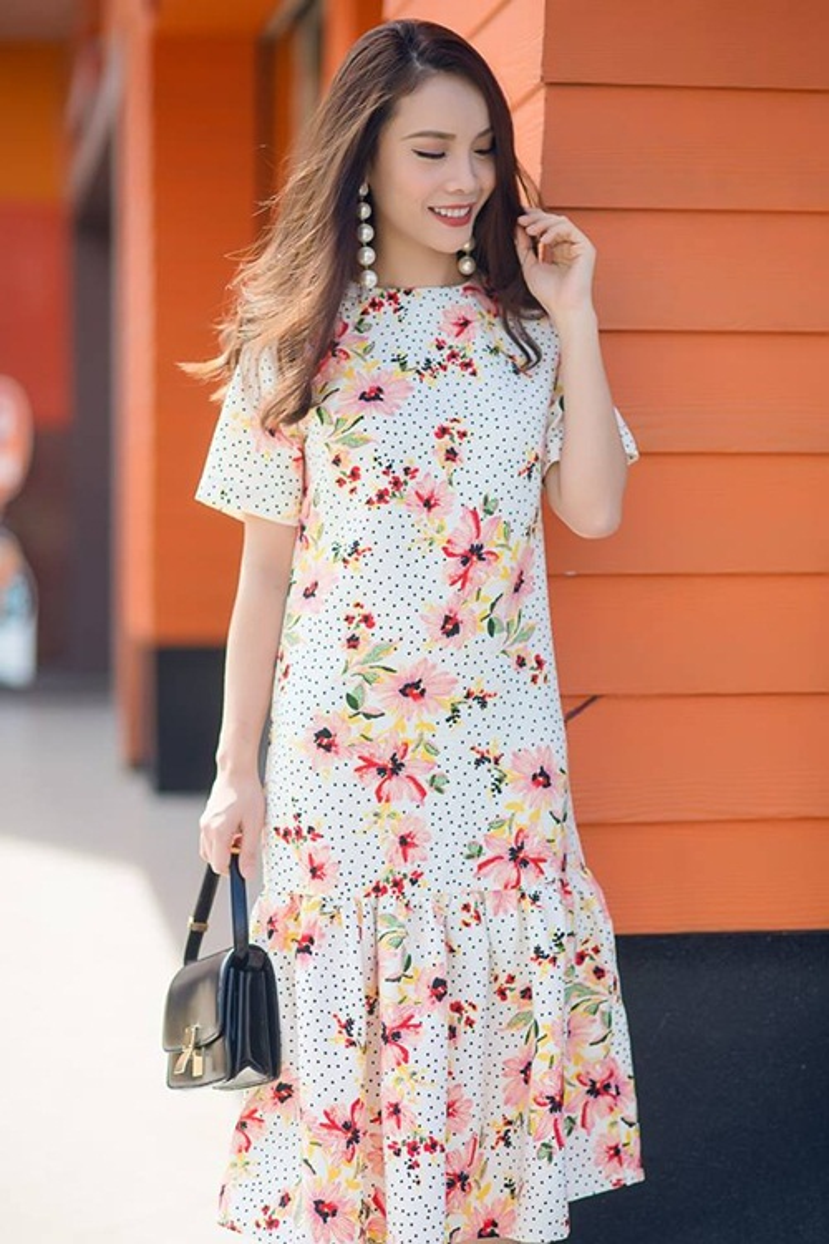 Những chiếc váy với họa tiết nhí từng là hot trend thời trang Xuân Hè 2015 và dần đang có dấu hiệu quay trở lại bởi vẻ đẹp thanh lịch mà nó mang đến.