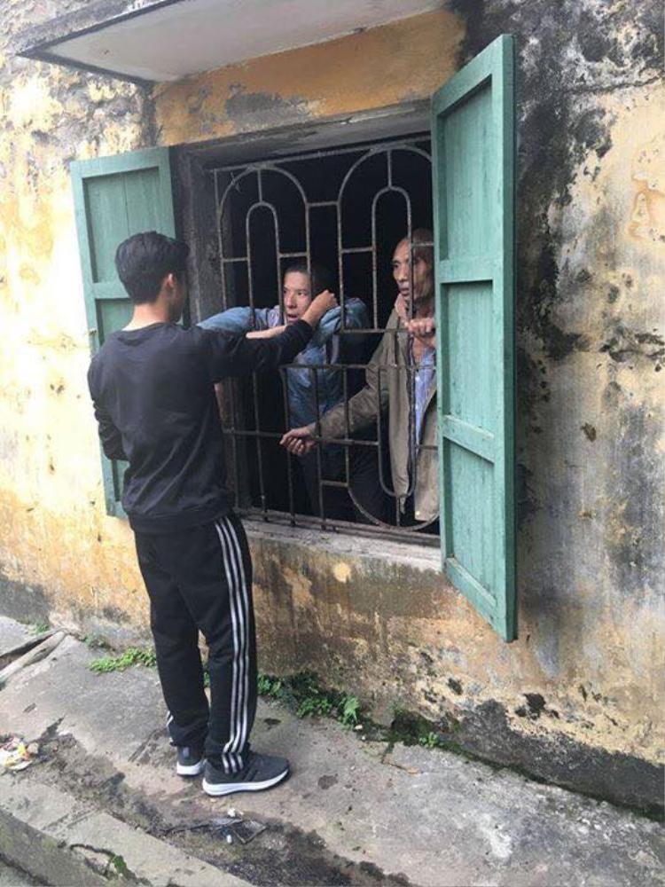 Cuộc hội ngộ của 2 người bạn cũ tại một trại tâm thần ở Hải Phòng.