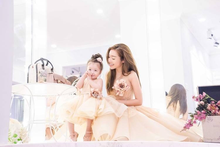 Mới đây, Elly Trần đã cho ra mắt một thương hiệu thời trang dành cho trẻ nhỏ. Nữ diễn viên dự định mở rộng thương hiệu ra nhiều vùng miền, cả miền Trung và miền Bắc để càng nhiều phụ nữ Việt Nam có cơ hội mang đến vẻ ngoài xinh đẹp nhất cho con cái và cả chính họ.