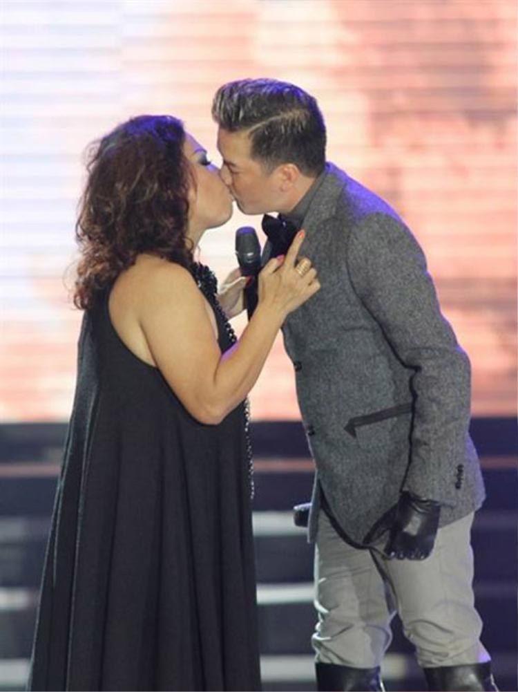Trên sân khấu liveshow Siublack, khoảnh khắc này không nhận được sự chấp nhận của netizen.